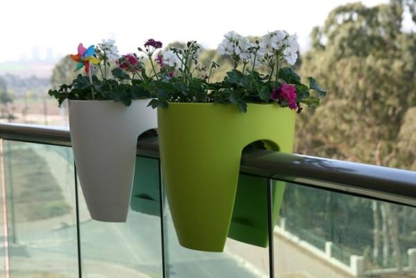 Trang trí ban công ngày tết với hoa 5